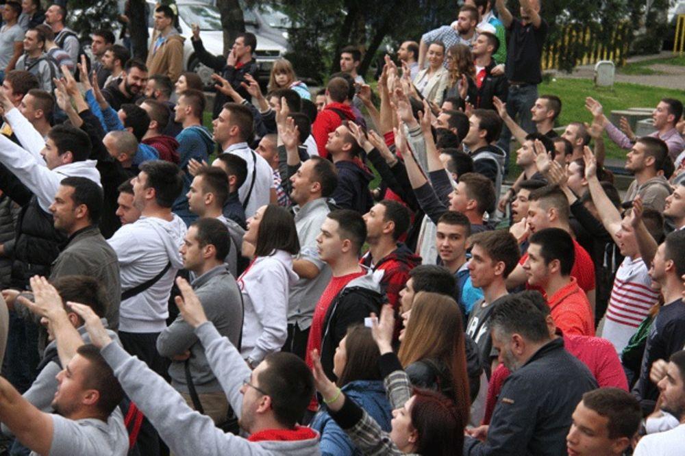 (FOTO, VIDEO) GRMELO ISPRED PIONIRA: Pogledajte kako su Delije podržale košarkaše pred Partizan