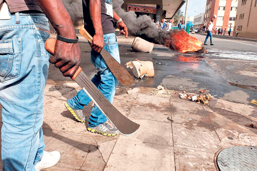 Južna Afrika klizi u novi aparthejd!