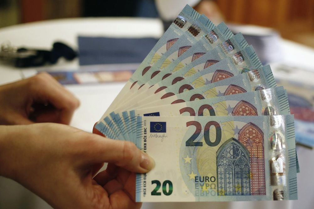 PAO EVRO: Vrednost evropske valute slabija u odnosu na dolar
