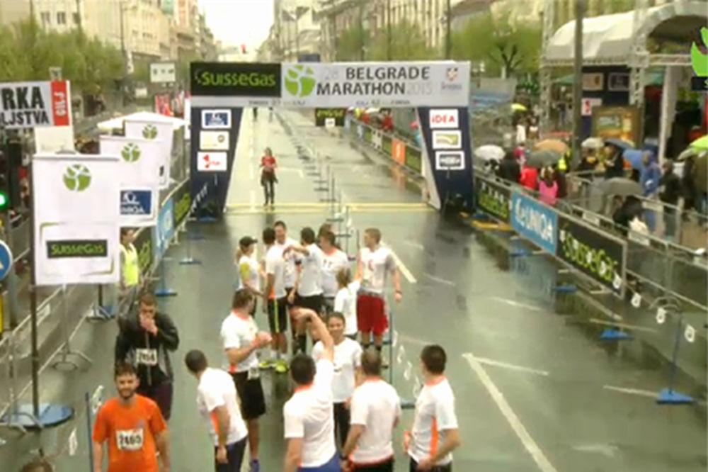 PROSIDBA NA CILJU: Toma na maratonu zaprosio Olju