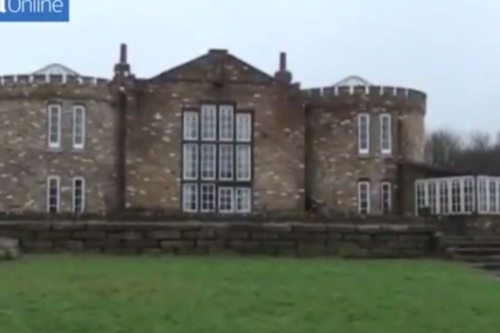 (VIDEO) Izgradio je ogroman dvorac, ali posle 9 godina morao je da ga sruši. Pogledajte zašto