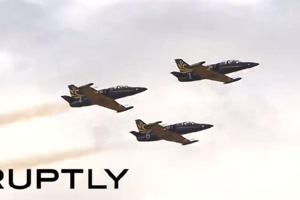(VIDEO)  NA PUTU SLAVE: Ruski vojni piloti napravili spektakl na nebu