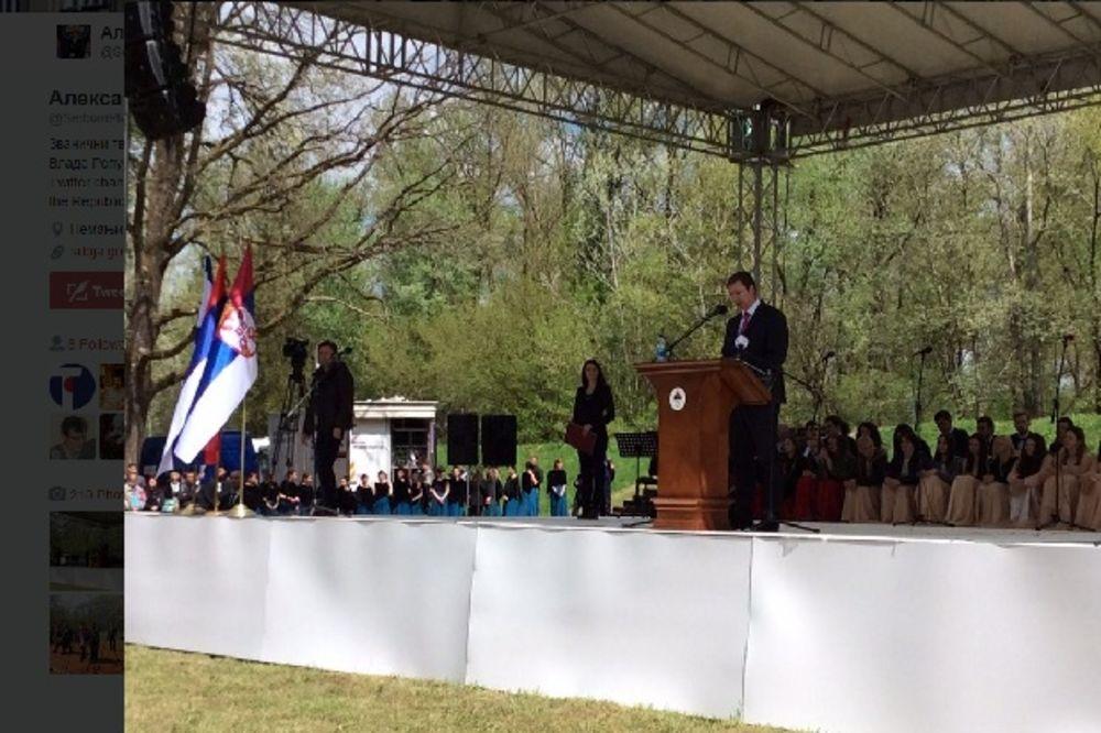 (VIDEO) VUČIĆ U DONJOJ GRADINI:  Mi smo opstali, ostali, živimo - živi Srbija, živi Srpska!