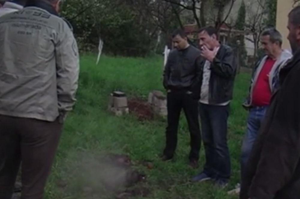 (VIDEO) ČUDO U TUZLI: Proključala voda i zemlja u Tušnju, iseljena jedna porodica!