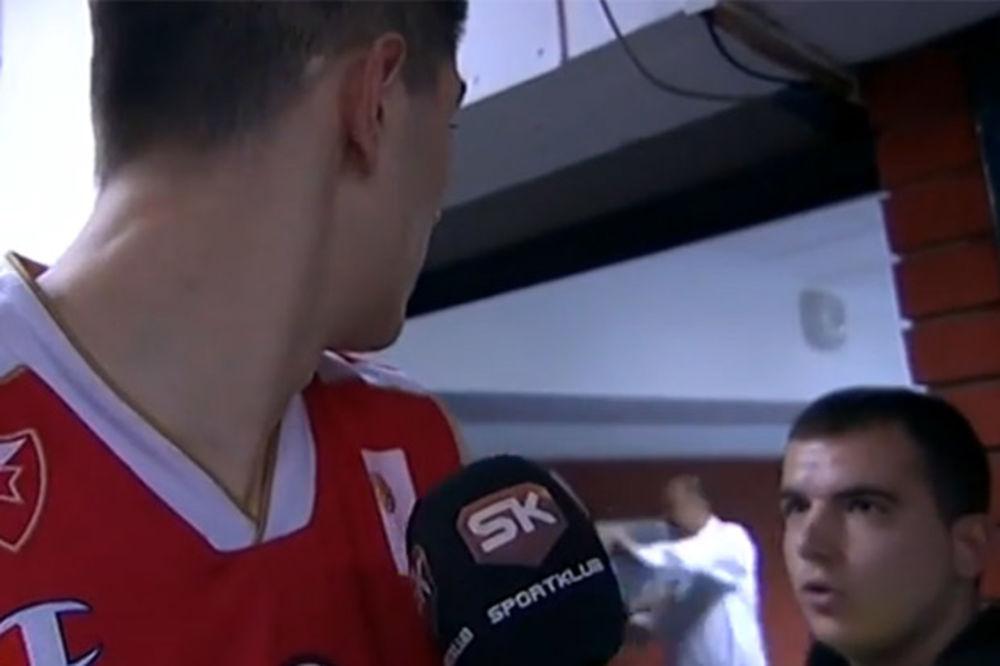 (VIDEO) SKANDAL: Vujošević se potukao sa navijačem Crvene zvezde, intervenisala Žandarmerija