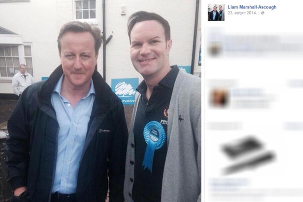 SKANDAL U BRITANIJI: Političar javno lizao grudi prijateljici