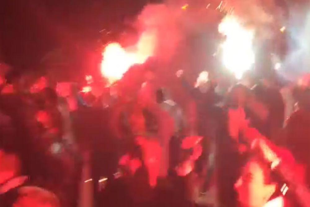 (VIDEO) Evo kako su Delije dočekale košarkaše Zvezde posle pobede nad Partizanom
