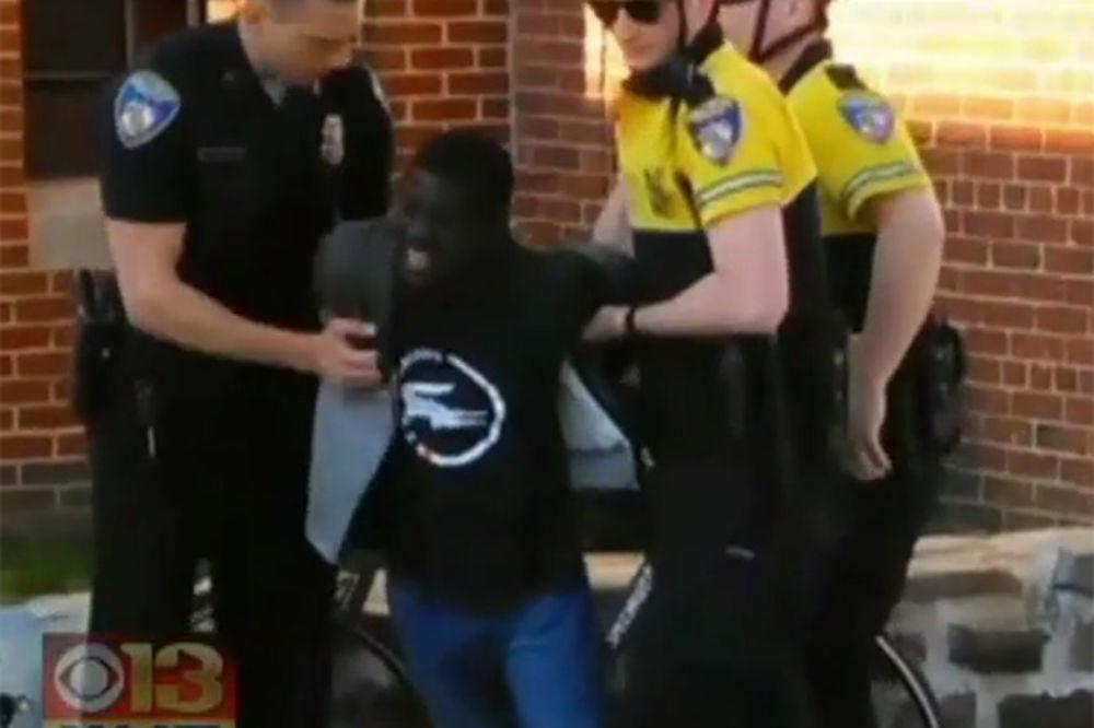 (VIDEO) BRUTALNOST POLICIJE: Afroamerikanac umro nedelju dana posle hapšenja