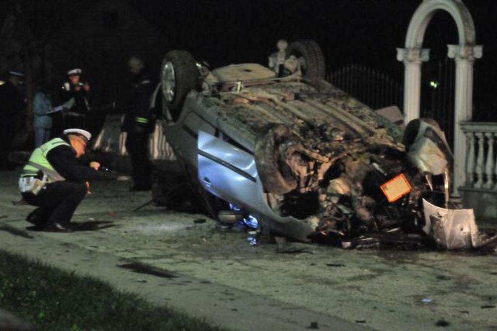 ČUDOM ŽIVI U KRALJEVU: Prevrnuo se auto, povređena četvorica mladića