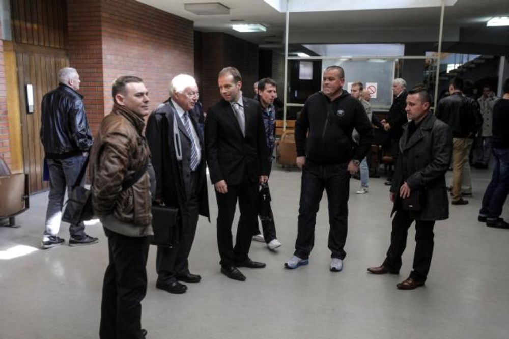 (FOTO) PREBIJANJE ANDREJA VUČIĆA: Suđenje žandarmima ponovo odloženo