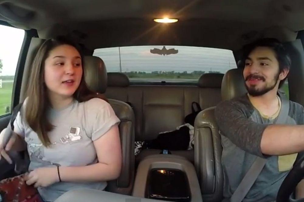 (VIDEO) Momak hteo da se našali sa devojkom, ali sve je pošlo naopako...