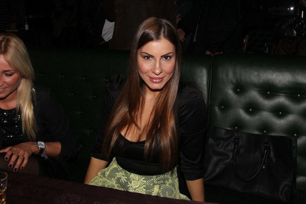 DRAMA SRPSKE PEVAČICE U NIKŠIĆU: Gazda diskoteke hteo da bije Miu Borisavljević!