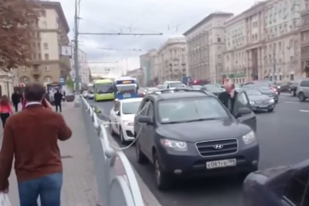 (VIDEO) RUSKA MUDROST: Da li je ovo najbolji način da zaštitiš kola od lopova?