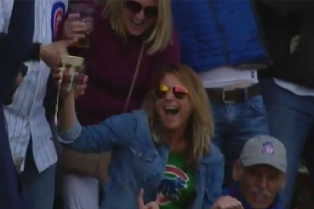 (VIDEO) Ona je popila pivo sa bejzbol lopticom