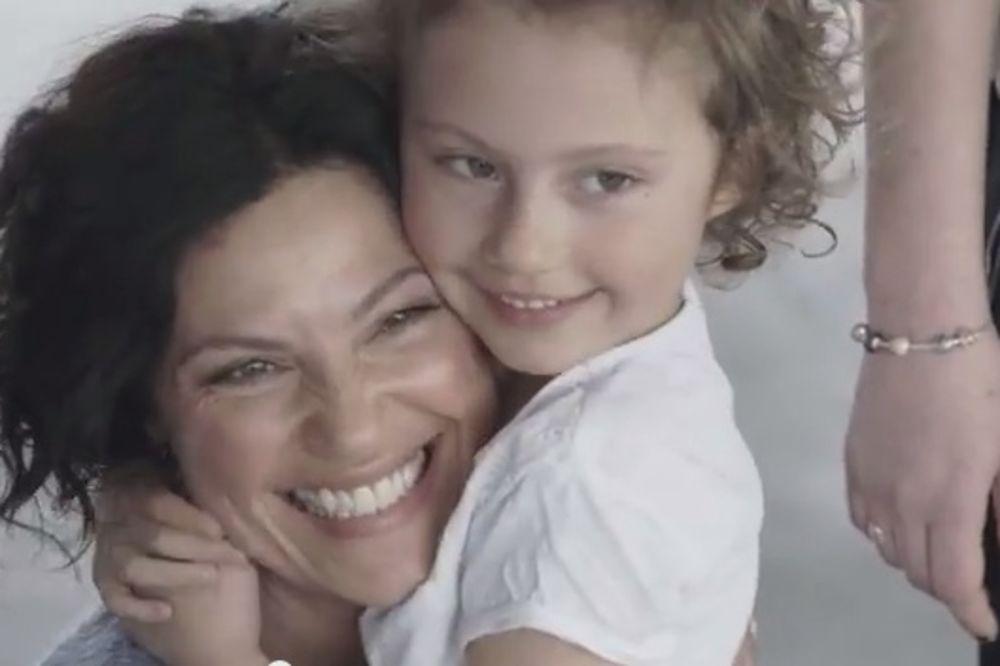 (VIDEO) EMOTIVNO: Da li dete može vezanih očiju da prepozna svoju majku?