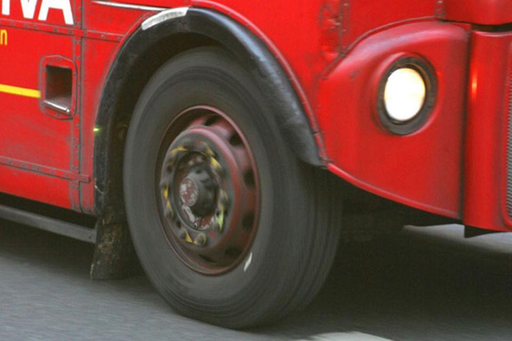 KOME UOPŠTE TREBA TOČAK: Zrenjaninci prevozili putnike bez jednog točka na autobusu?!