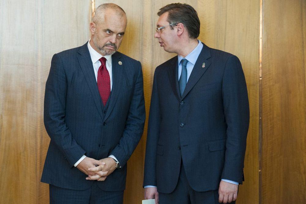 PREMIJER U BRISELU: Vučić se prvo sreo s Ramom, razgovarali o putevima i prugama