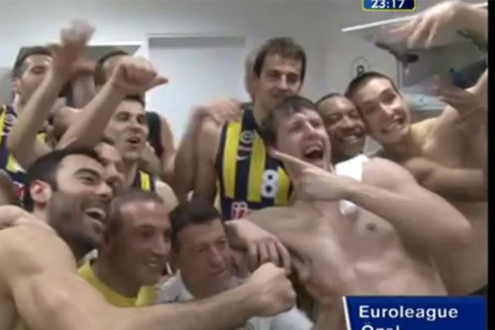 (VIDEO) SAGNI GLAVU, BRE: Ovako se u svlačionici Fenerbahčea slavi odlazak na F4