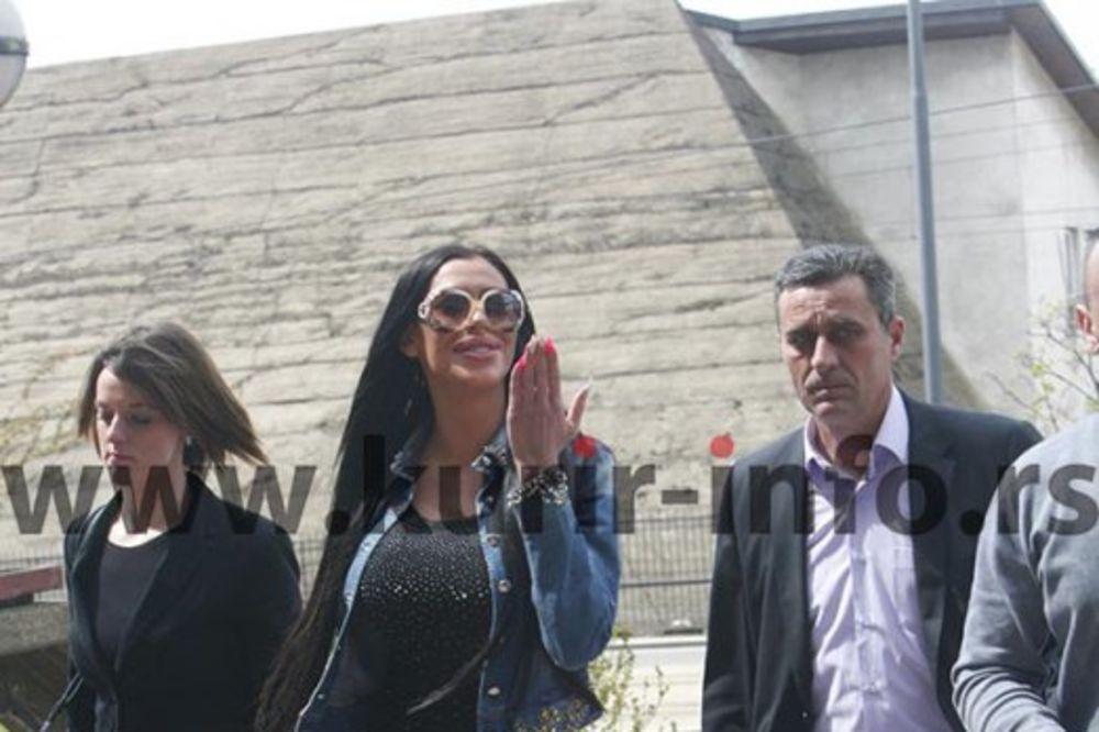 STARLETA IZ PAROVA PRAVO U SUD: Mimi Oro nasmejana stigla na saslušanje!