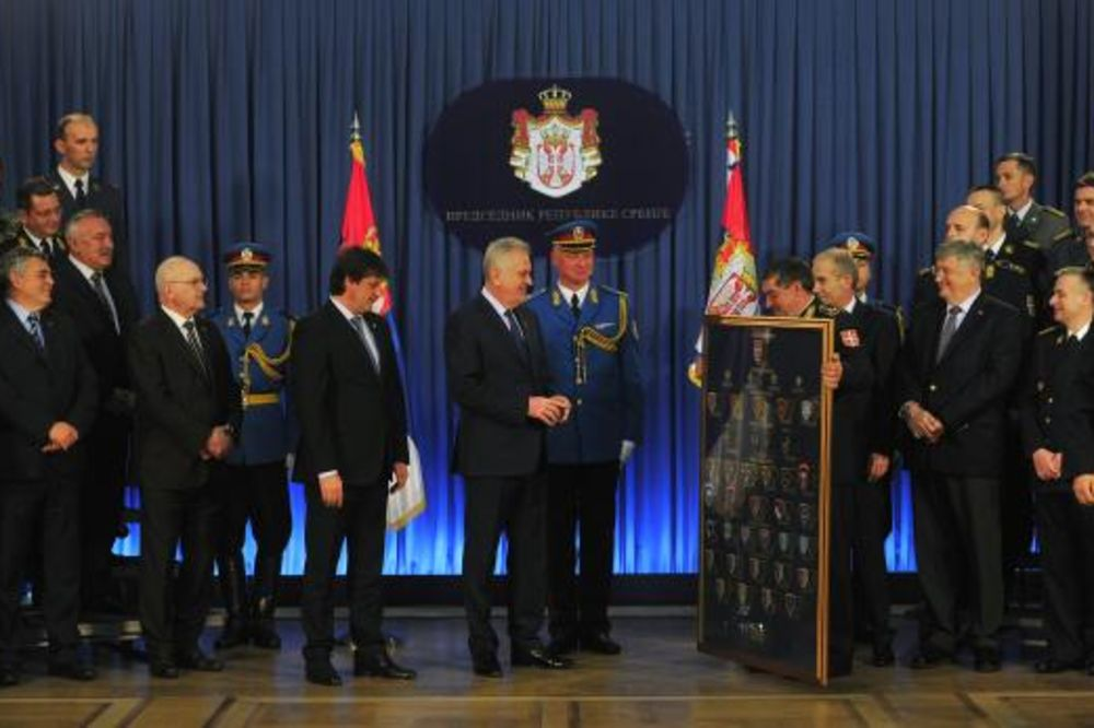 23.APRIL: Predsednik Nikolić Vojsci Srbije čestitao praznik