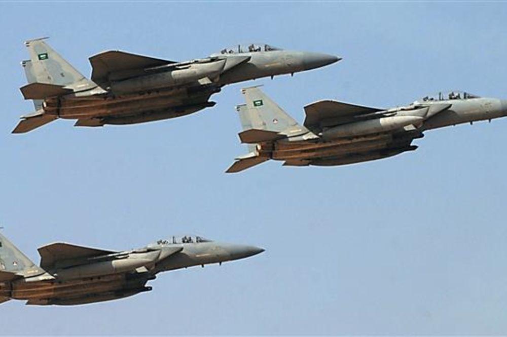 (VIDEO) PREBLIZU: Snimao je napad saudijske avijacije u Jemenu, ali nije se dovoljno odmakao!
