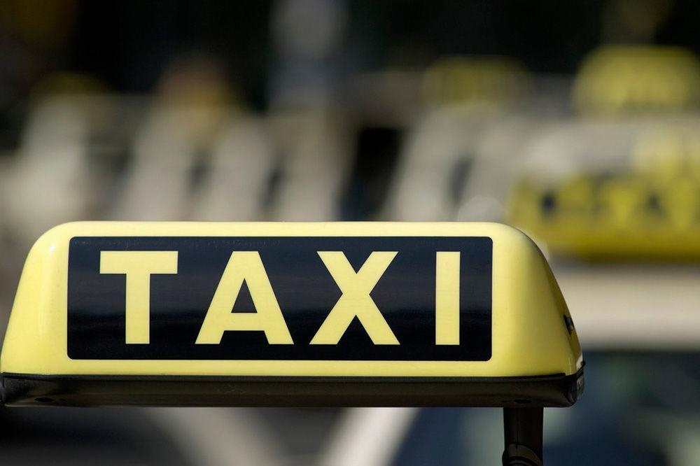 KURŠUMLIJA: Đaci u školu idu taksijem jer su im ukinuli autobus