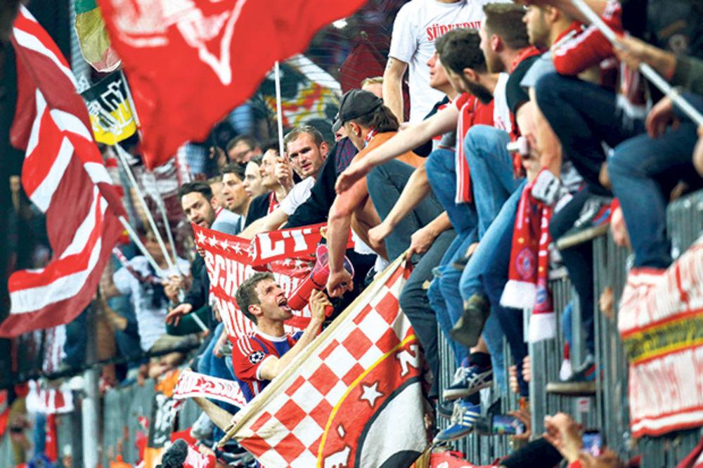 STRIPTIZ U MINHENU: Fudbaleri Bajerna u euforiji!