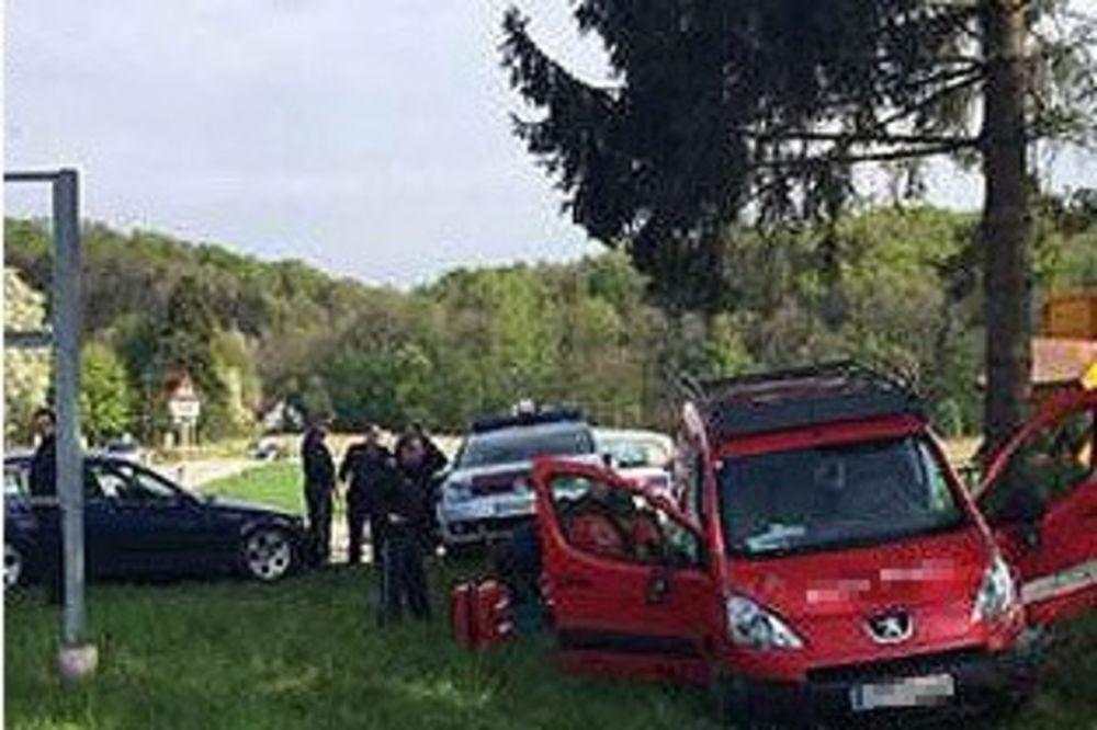 LUPAO POLICIJSKE AUTOMOBILE KO KEGLE: Pijanog Bosanca nisu mogli satima da zaustave!