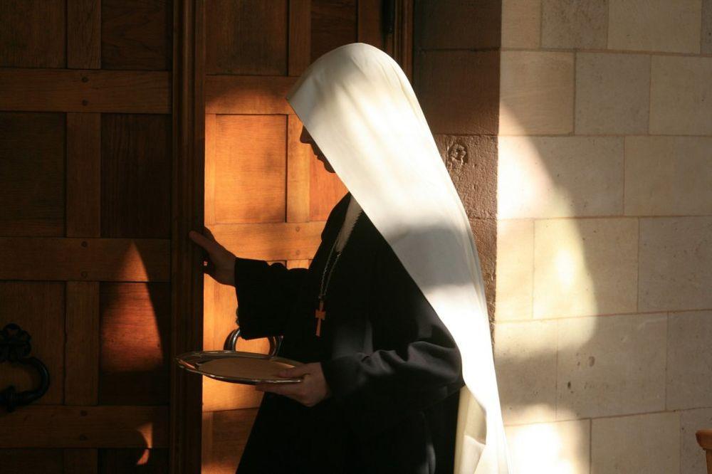 JEZIV ZLOČIN U MANASTIRU: Monahinja silovana, opljačkana pa ugušena peškirom!