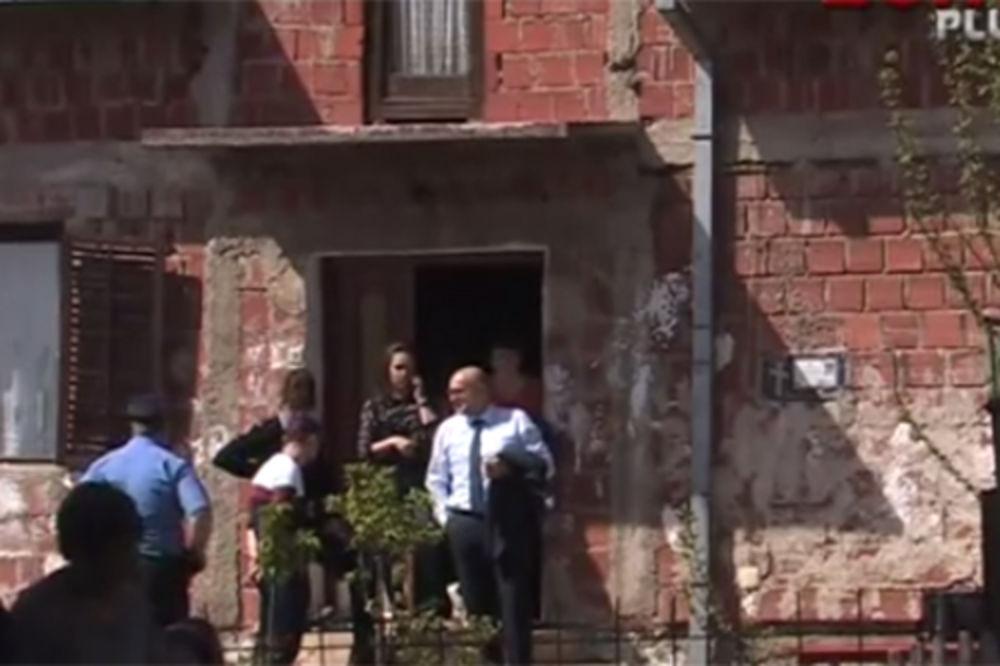 VIDEO DOTAKLI SMO DNO: Izvršitelji iz kuće iselili tročlanu porodicu zbog duga za struju