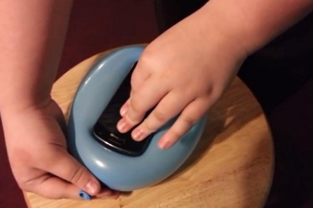 (VIDEO) SUVI GENIJE: Napravite futrolu za mobilni za 30 sekundi i 10 dinara!