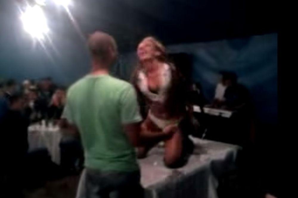 (VIDEO) RANI RADOVI ATINE FERARI: Evo kako je tresla po šabačkom vašaru!