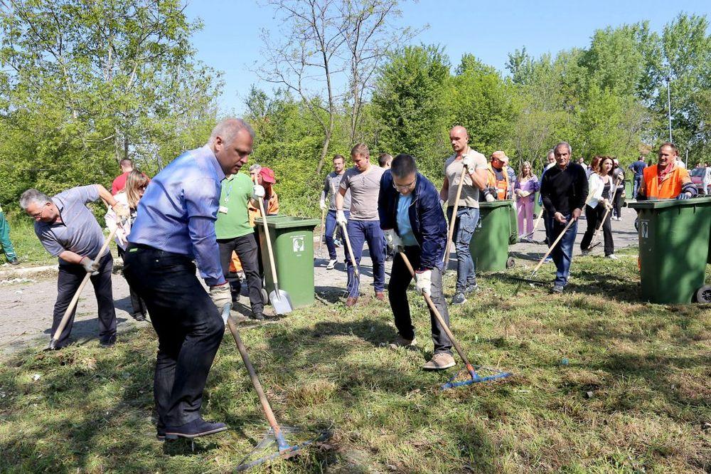 FOTO ZA LEPŠI I ČISTIJI BEOGRAD: Vesić i Stefanović u akciji čišćenja na Bežaniji