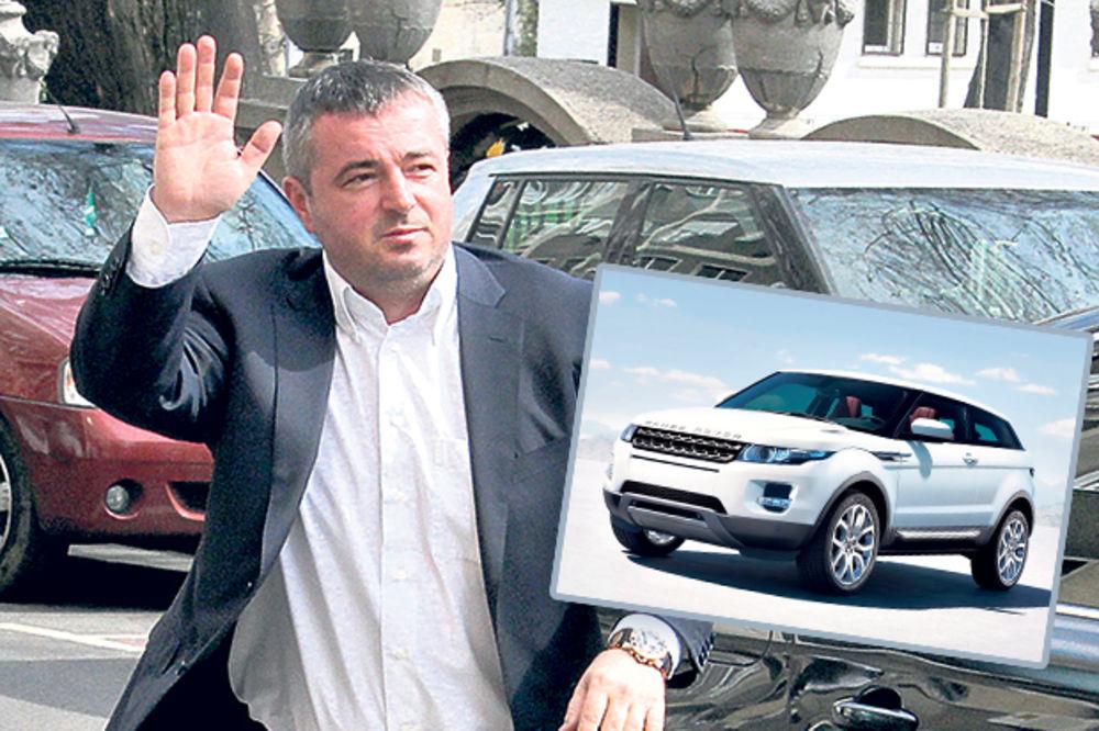 RASIPNIK: Dušan Bajatović na 4 džipa spiskao 17 miliona!