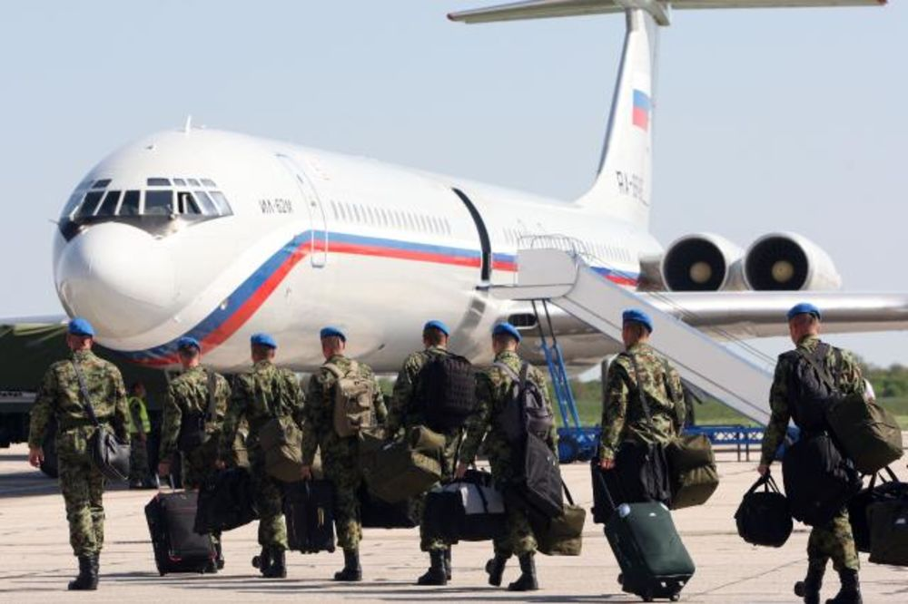 FOTO ISPRAĆAJ NA BATAJNICI: Srpski gardisti otputovali za Moskvu