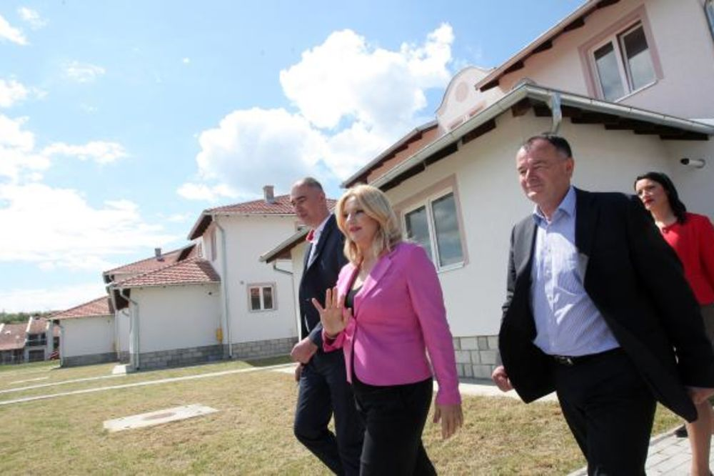 MIHAJLOVIĆEVA MEĐU ČAČANIMA: Država će graditi još 1.700 stanova za ugrožene