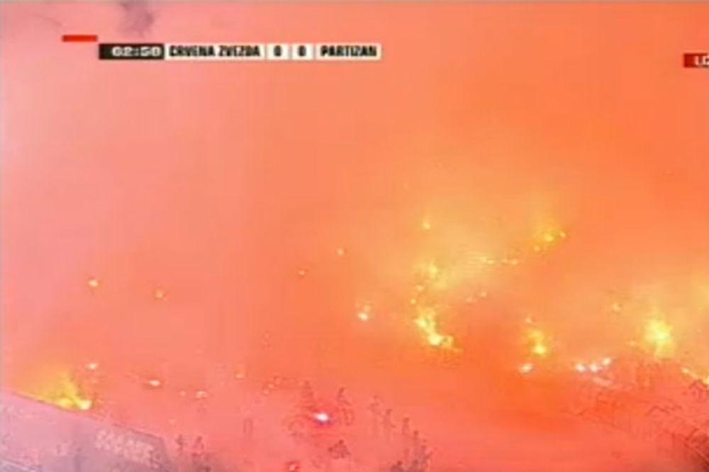 (VIDEO) BAKLJADA GROBARA: Pogledajte kako su navijači Partizana prekinuli derbi