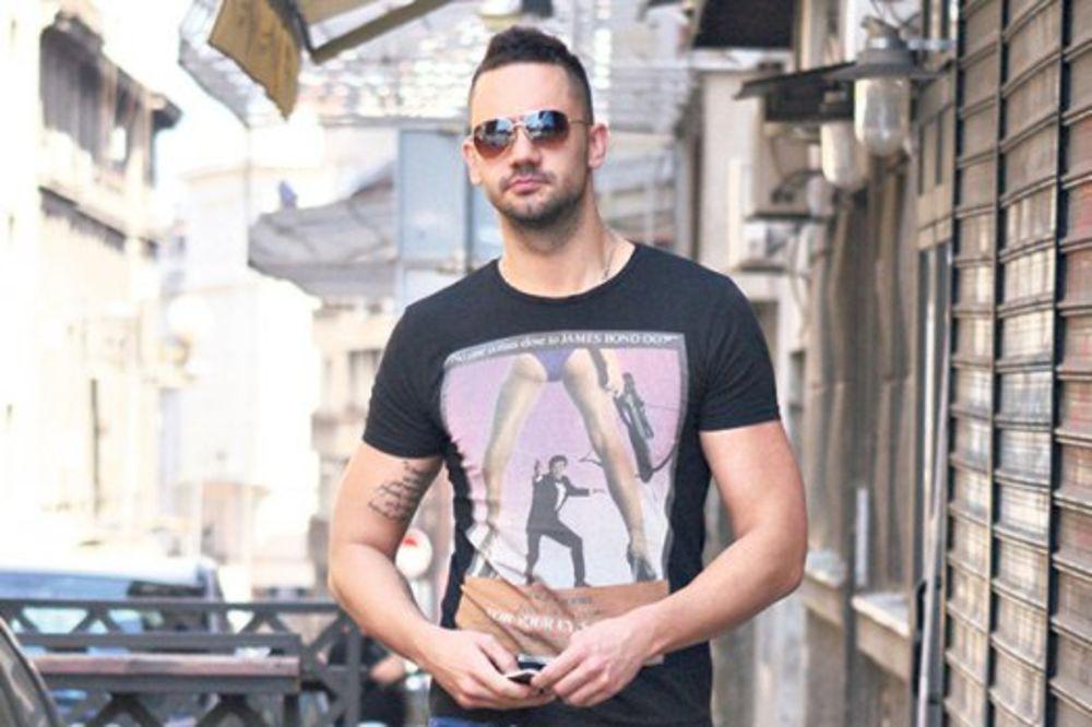 PINKOVU ZVEZDU JURI POLICIJA: Pevač beži od zakona!