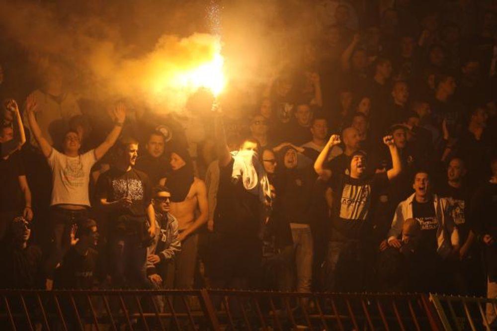 GROBARI ISMEVALI DELIJE: Pogledajte poruku navijača Partizana pristalicama Zvezde
