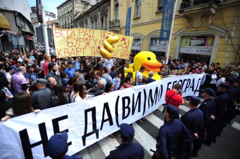 Oko 300 ljudi protestuje zbog projekta Beograd na vodi