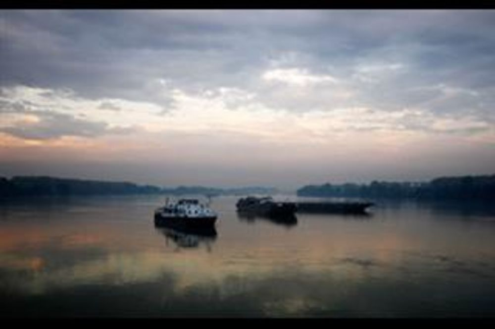 Na Dunavu kod Bačke Palanke sudarili se brodovi iz Holandije i Malte!