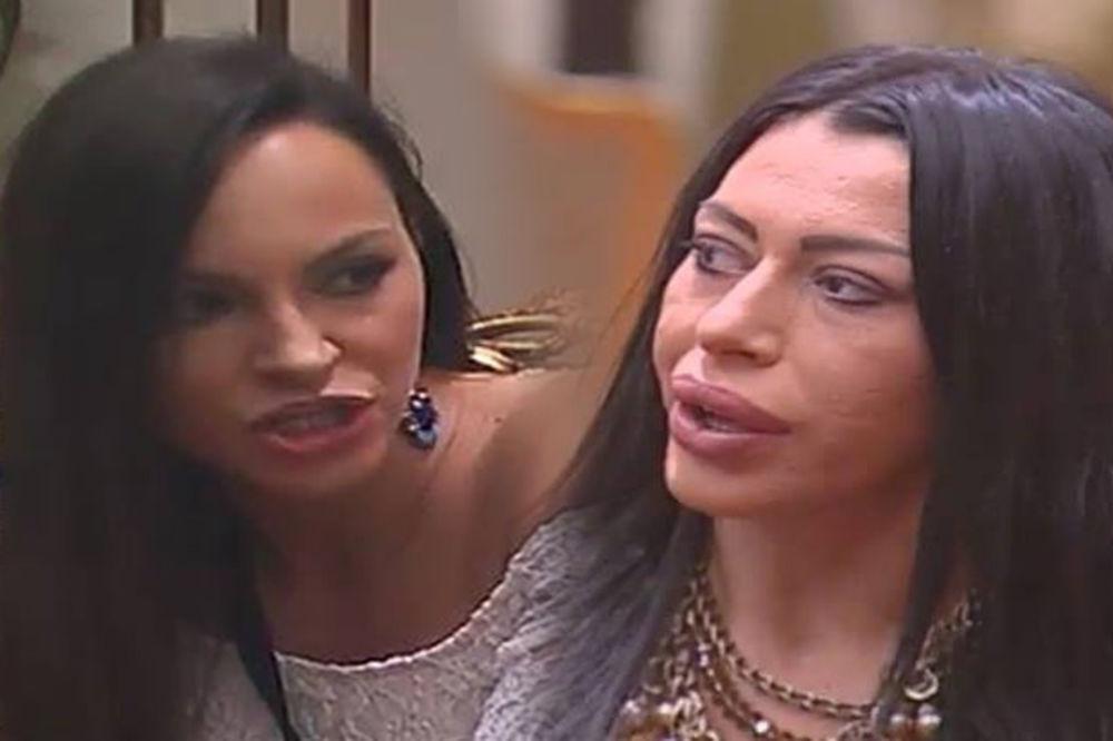 KARAMBOL U PAROVIMA Ružica: Prostitutko, nakazo, ćuti dok pričam! Oro: Ubiću te si..m!