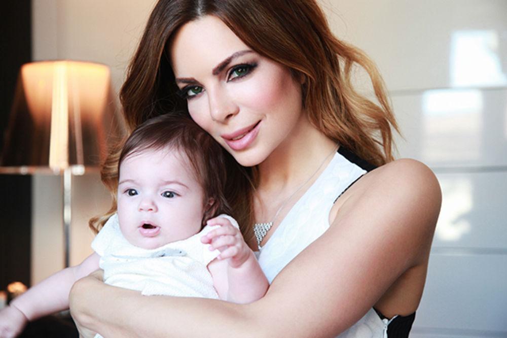 Ekskluzivno: Prve fotografije Nikoline Pišek sa ćerkicom Unom Sofijom!