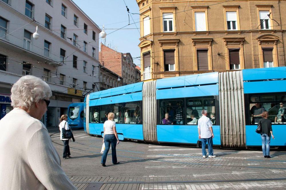 ZAGREB: 30 putnika povređeno kada je gradski autobus udario u banderu