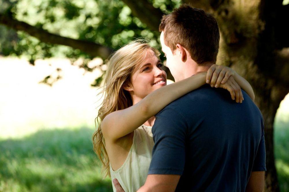 10 ZLATNIH SAVETA: Šta uraditi kako biste nedostajali muškarcu