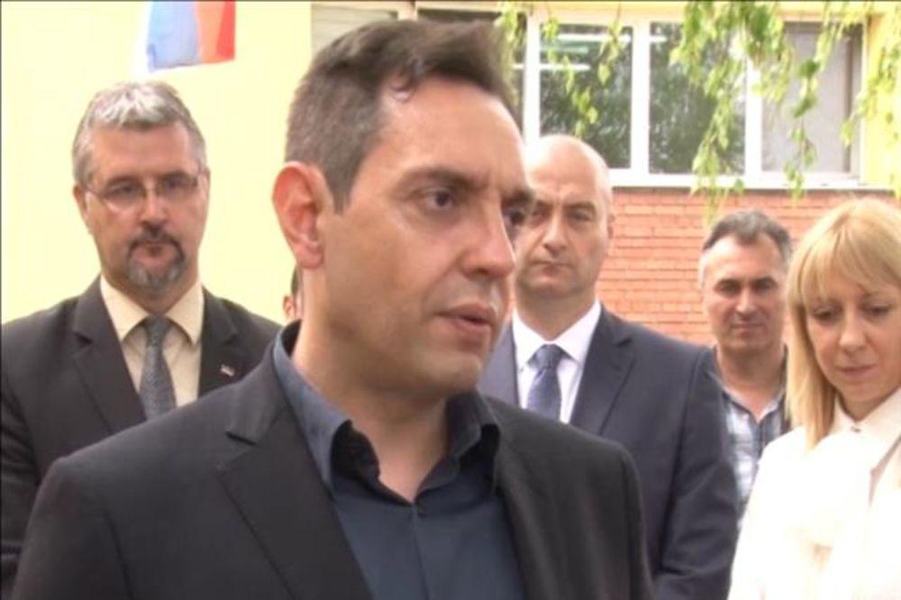 Aleksandar Vulin: Bez podrške ministarstva 180 starih iz doma u Apatinu završilo bi na ulici!