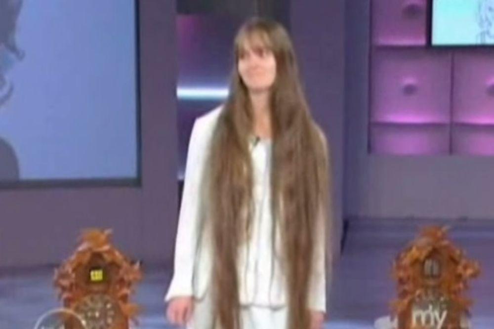 (VIDEO) Ima 23 godine i nikada se nije ošišala, ali je odlučila da promeni sve iz korena, evo zašto