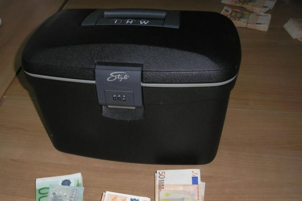 PREŠEVO: 90.000 evra sakrili u neseser sa šminkom