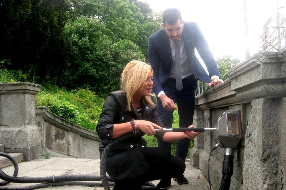 ZA LEPŠI BG: Gradska sekretarka skidala grafite na Kalemegdanu