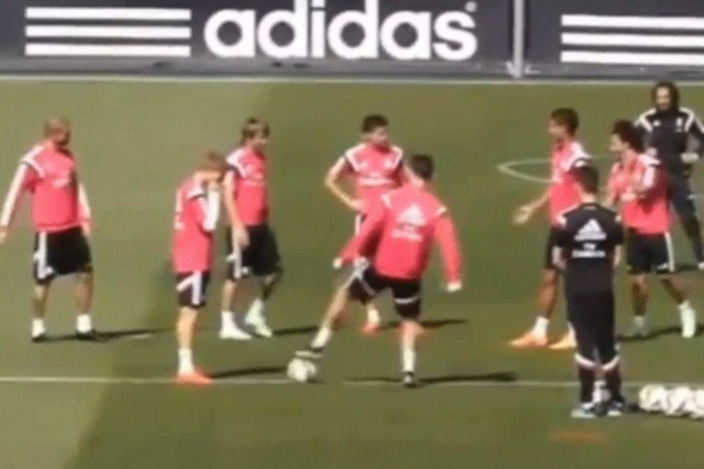 (VIDEO) MALO LEVO, PA DESNO: Pogledajte kako je Ronaldo zaludeo najmlađeg saigrača